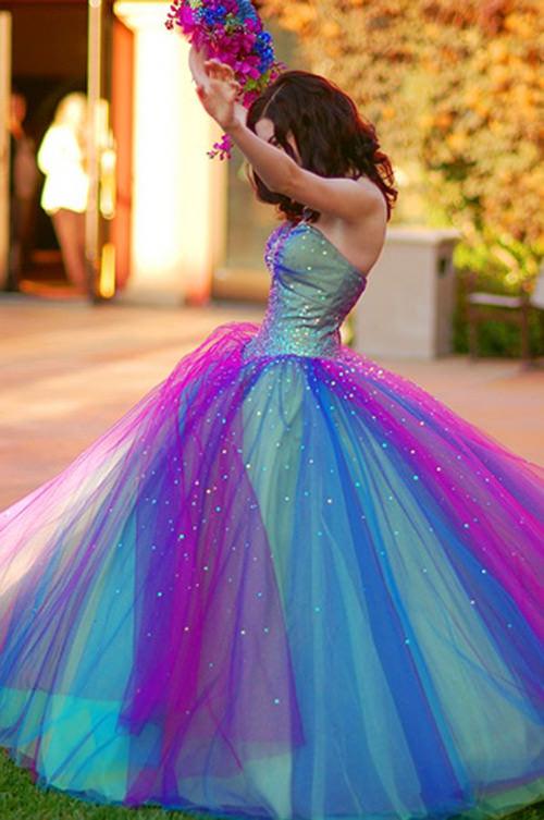 Além de ser puro amor, esse vestido é todo diferente