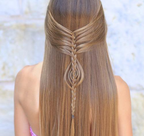 Adoro detalhes diferentes em penteados com cabelo solto