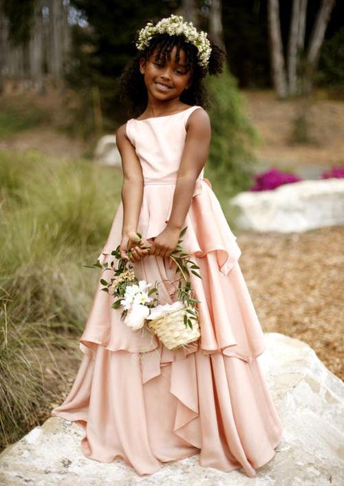 Imagino até madrinhas usando esse vestido, super fofo e delicado