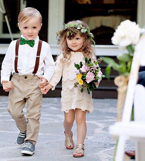 Combinação super fofa do buquê, tiara, sandália e vestido! Amei